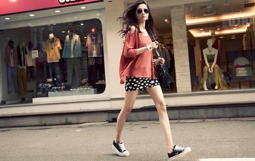 ボディコンの通販商品:肩だしワンピE9564・赤・イメージ写真3