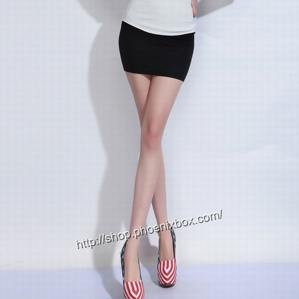 エロ下着の通販商品:タイトスカート・黒E1112・素人着用写真2