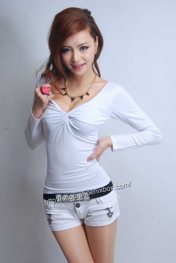 ボディコン通販の商品:セクシー長袖Tシャツ・白E3016・素人着用写真1