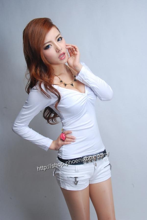 ボディコン通販の商品:セクシー長袖Tシャツ・白E3016・素人着用写真2