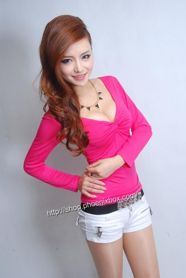 ボディコン通販の商品:セクシー長袖Tシャツ・ローズ色E3016・素人着用写真2