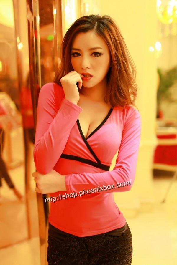 ボディコン通販の商品:タイトライン長袖Tシャツ・ローズE3022S・素人着用写真1