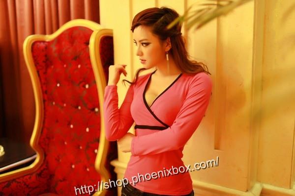 ボディコン通販の商品:タイトライン長袖Tシャツ・ローズE3022S・素人着用写真4