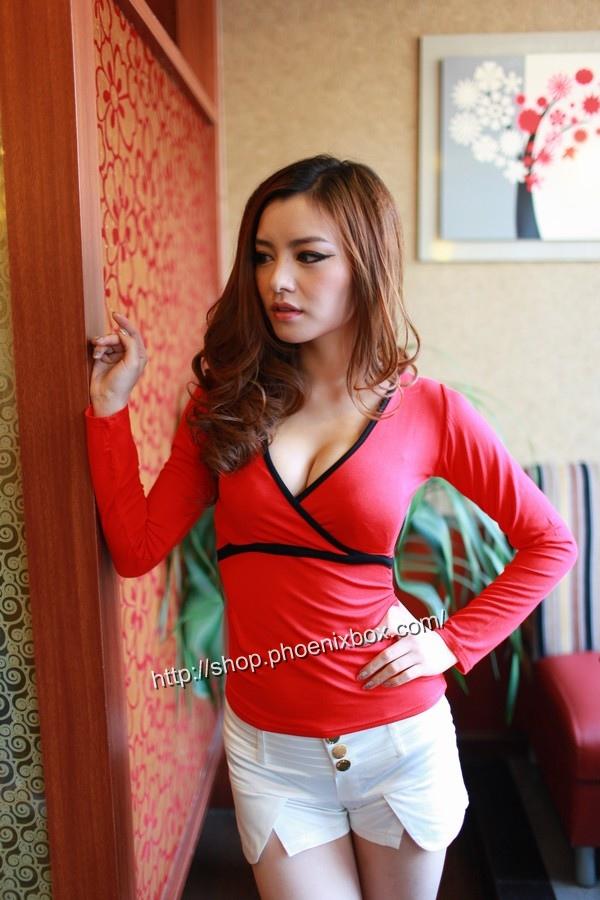 ボディコン通販の商品:タイトライン長袖Tシャツ・ローズE3022S・素人着用写真5