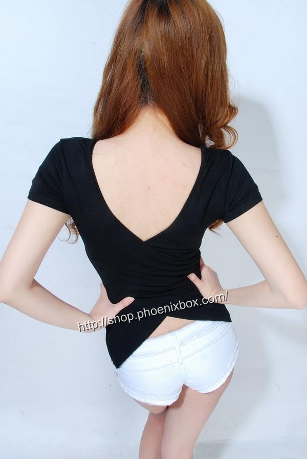 ボディコン通販の商品:小顔効果のVネック半袖Tシャツ・黒E4036・素人着用写真2