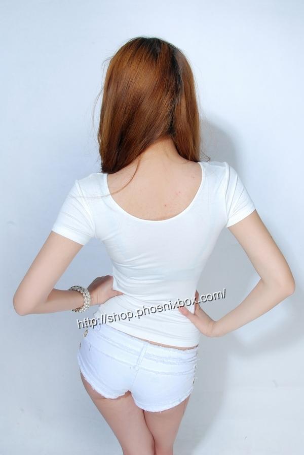 ボディコン通販の商品:小顔効果のVネック半袖Tシャツ・白E4036・素人着用写真2