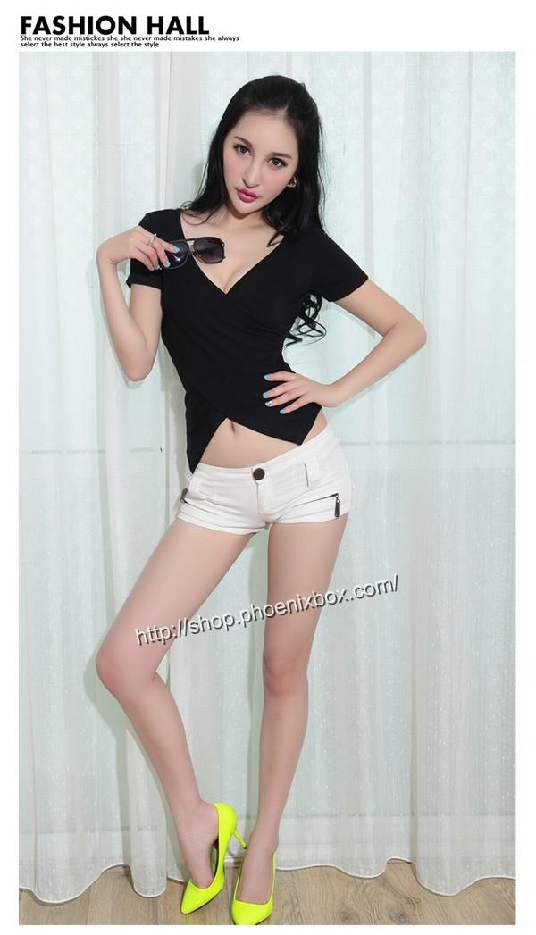 ボディコン通販の商品:小顔効果のVネック半袖Tシャツ・黒E4036・素人着用写真5