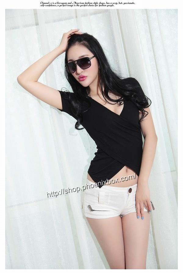 ボディコン通販の商品:小顔効果のVネック半袖Tシャツ・黒E4036・素人着用写真6