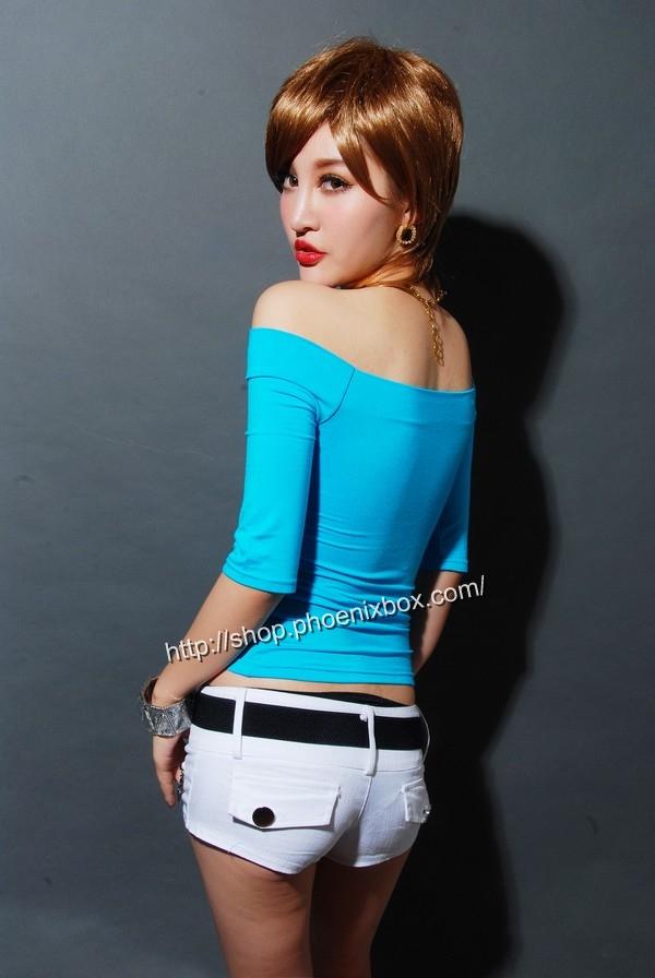 ボディコン通販の商品:7分袖オフショルダー・Tシャツ・ブルー90012・素人着用写真3