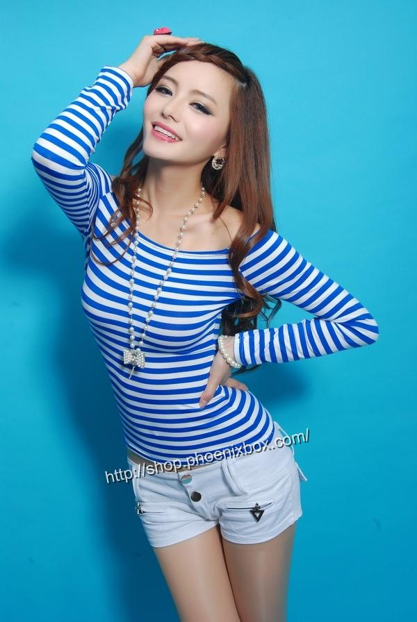 ボディコン通販の商品:オフショルダーTシャツ・青ボーダーE9793・素人着用写真2