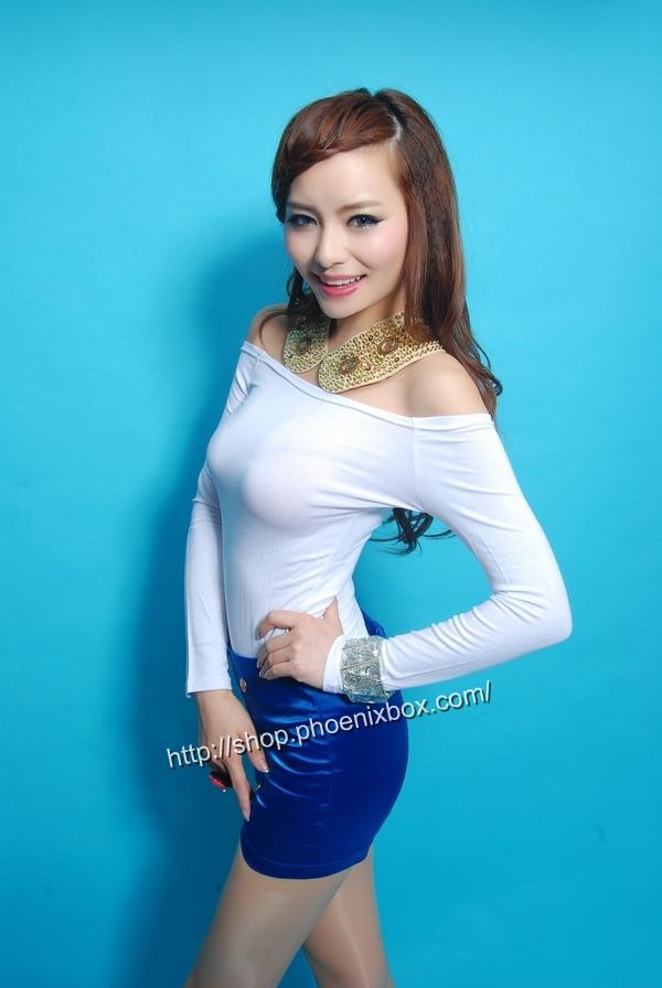 ボディコン通販の商品:オフショルダーTシャツ・白E9793・素人着用写真2