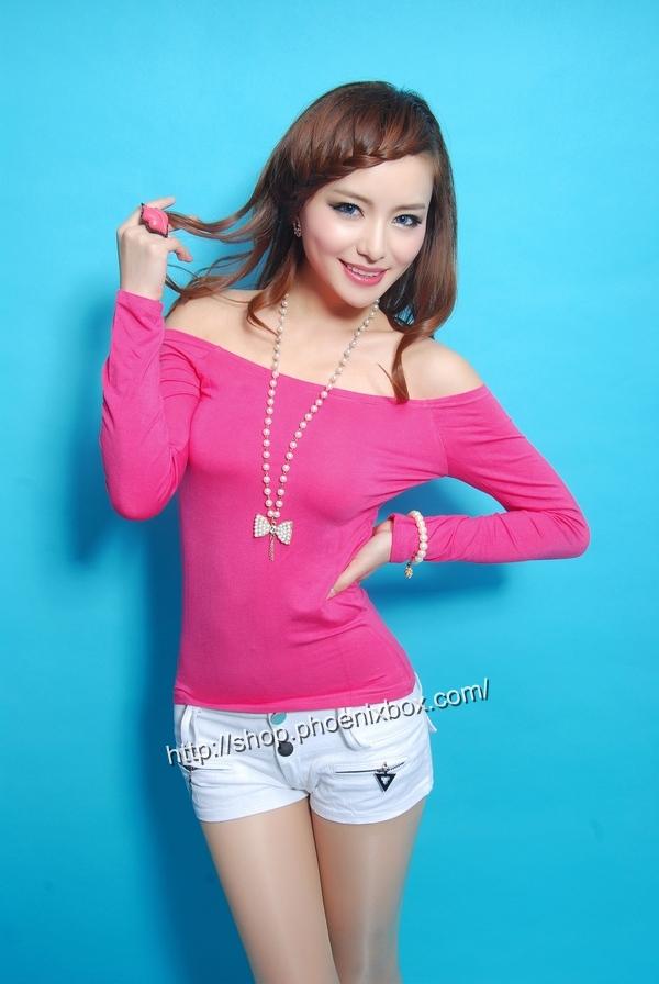 ボディコン通販の商品:オフショルダーTシャツ・ローズE9793・素人着用写真1