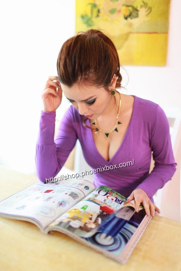 ボディコン通販の商品:深Vネック長袖タイトワンピ・紫C123・イメージ写真2