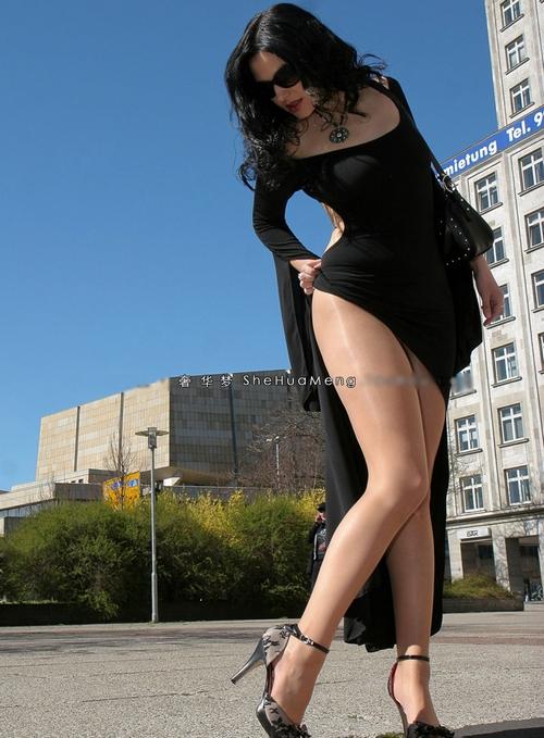 エロ下着の通販商品:美脚光沢パンスト・ベージュ11620・着用写真3
